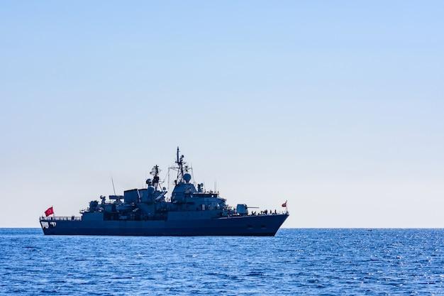 Barco patrulha turco de serviço no mar mediterrâneo