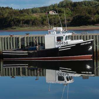 Barco pesca, amarrado, em, doca, mabou, capa breton, ilha, nova escócia, canadá