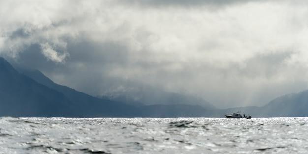Barco pesca, em, a, oceano pacífico, skeena-queen, charlotte, regional, distrito, haida gwaii, graham, isl