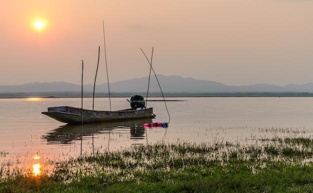 Barco pesca, ligado, pôr do sol, represa, crepúsculo, korat, tailandia