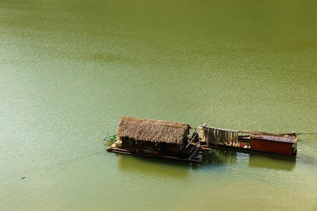 Barco tradicional vietnamita