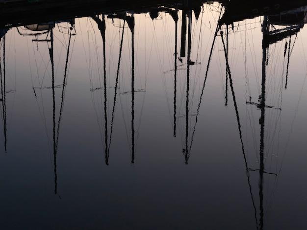 Barcos, com, reflexões, em, a, marina, em, vancouver, columbia britânica, canadá