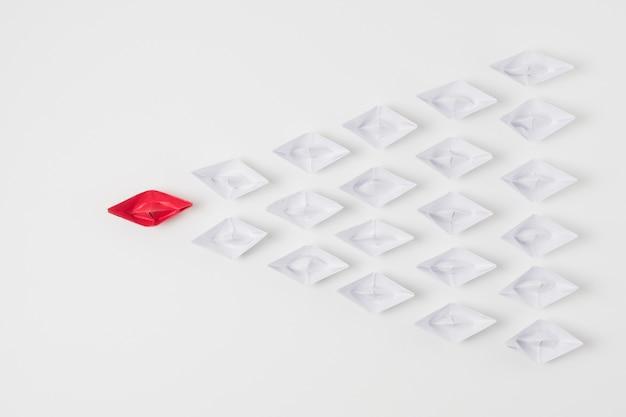Barcos de origami, representando o conceito de liderança