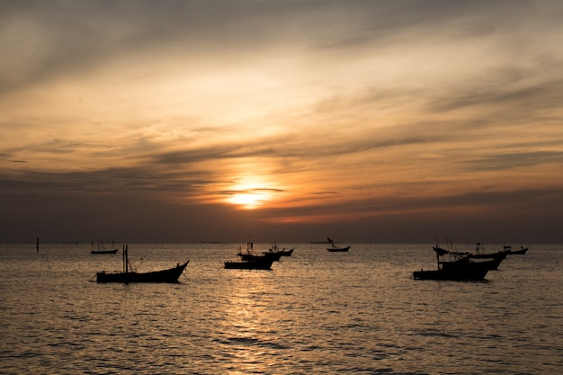 Barcos de pesca estão caçando.