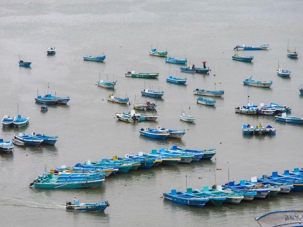 Barcos de pesca no porto