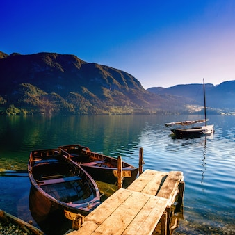 Barcos de recreio no lago