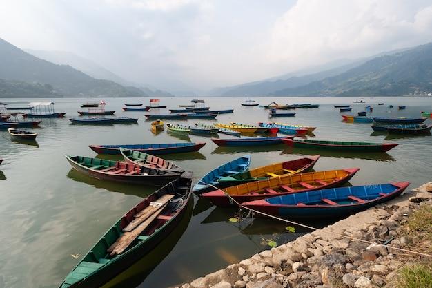 Barcos pokhara em nepal
