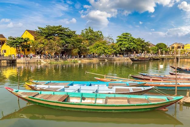 Barcos tradicionais em hoi an, vietnã