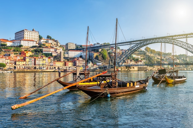 Barcos tradicionais na cidade portuguesa do porto