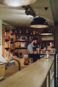 Barista em um café