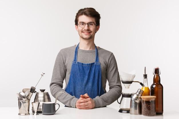 Barista, trabalhador de café com utensílios