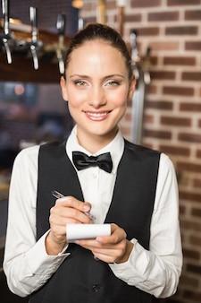 Barman, pegando um pedido