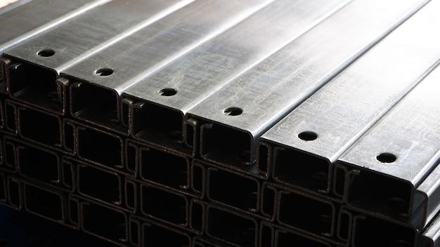 Barra de aço revestimento de zinco utilizado na indústria pode ser atribuído ao seu trabalho.