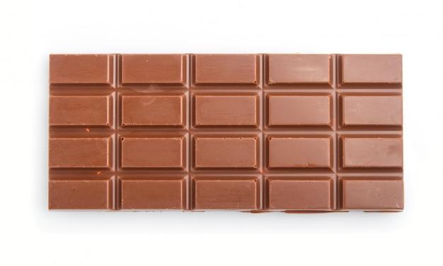 Barra de chocolate ao leite, isolada no fundo branco
