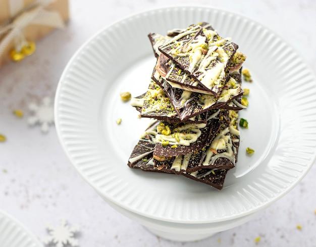 Barra de chocolate caseiro com pistache fresco
