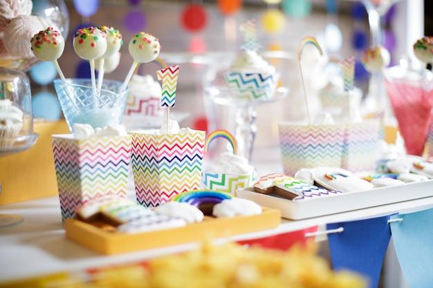 Barra de chocolate colorido brilhante arco-íris
