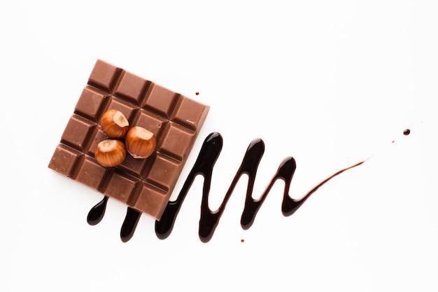 Barra de chocolate com castanhas