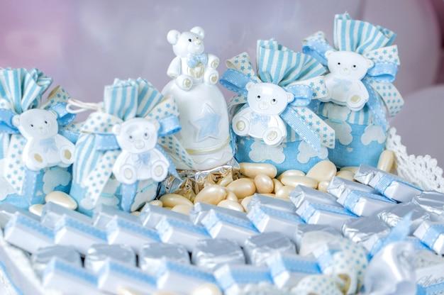 Barra de chocolate com chocolades azuis