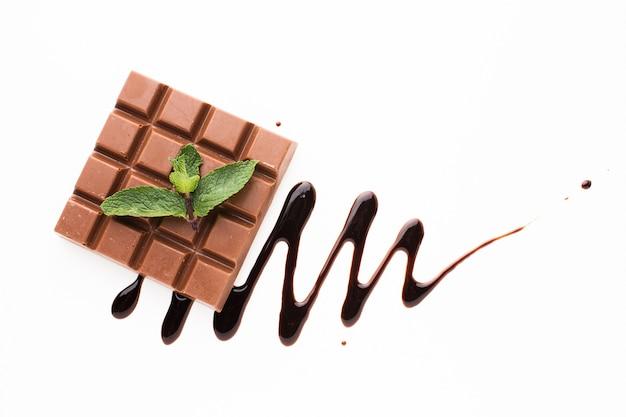 Barra de chocolate com molho