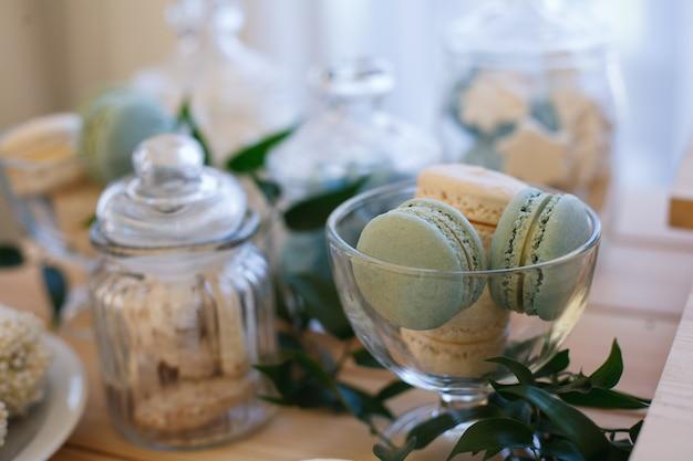 Barra de chocolate na festa. mesa doce no banquete no aniversário ou festa de casamento.