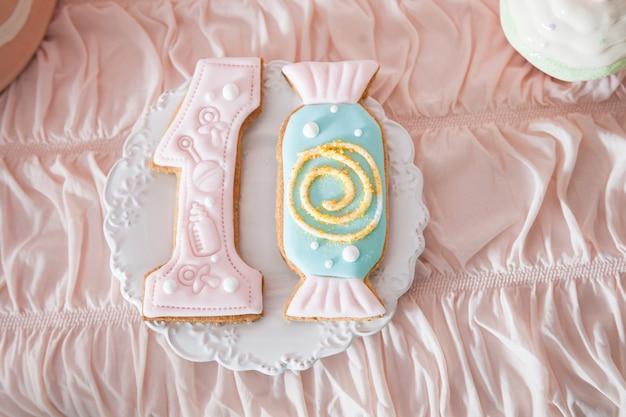 Barra de chocolate para o primeiro aniversário para o bebé ou o menino pequeno.