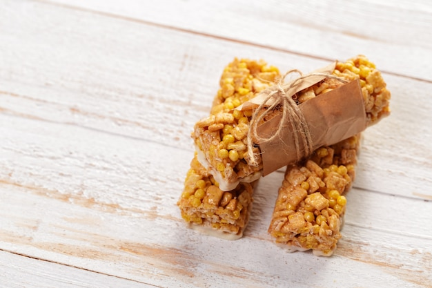 Barra de granola em madeira