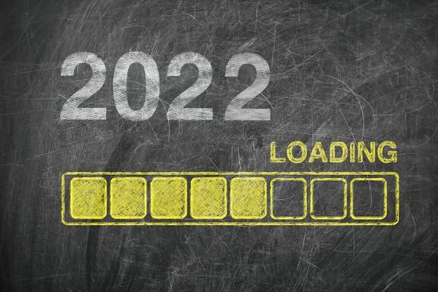 Barra de progresso mostrando carregamento de ano novo de 2022 no quadro-negro closeup extrema