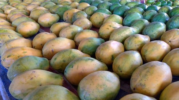 Barraca de mamão no mercado - mamão