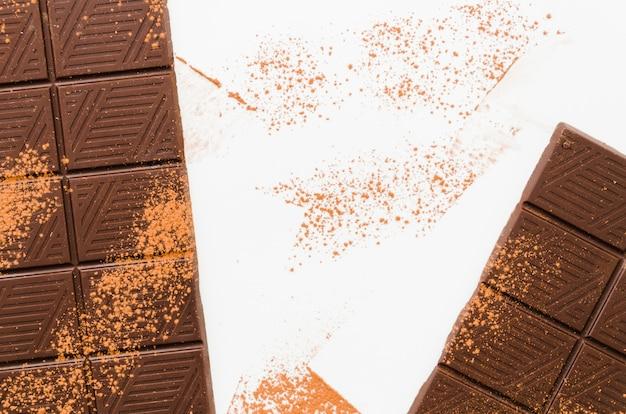 Barras de chocolate em pó com cacau