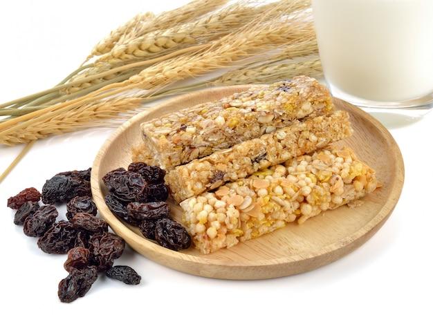 Barras de granola saudável (muesli ou barras de cereais).