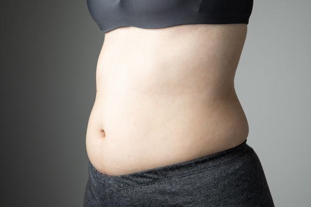 Barriga de celulite de mulher gorda insalubre