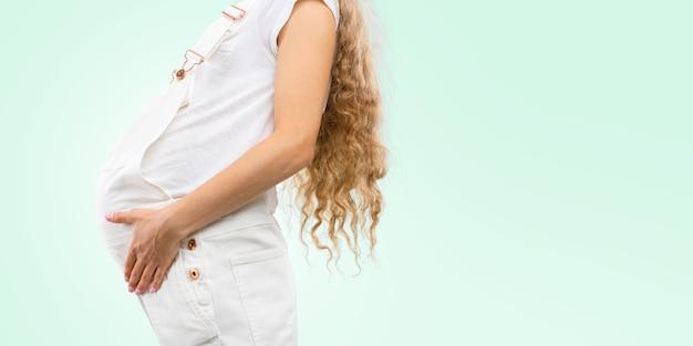 Barriga de uma mulher grávida