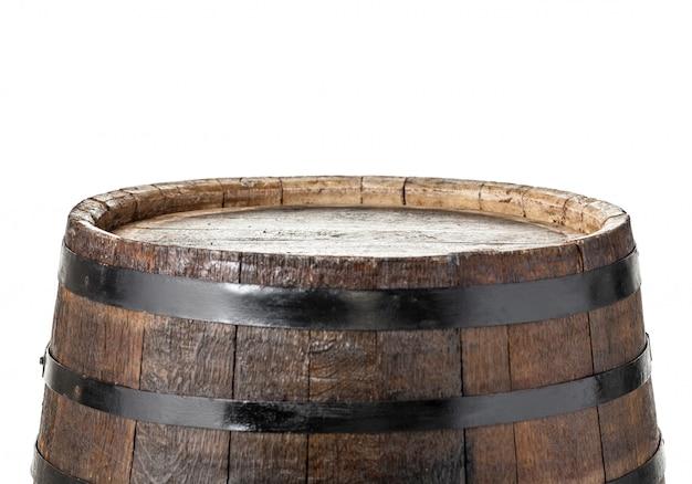 Barril de madeira com argolas de ferro. isolado no branco