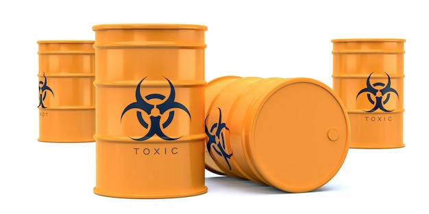 Barris de resíduos tóxicos de risco biológico amarelo isolados no branco
