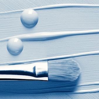 Base líquida para maquiagem, corretivo e escova cosmética, em tons de azul