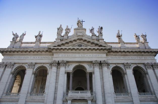 Basílica de latrão. igreja catedral na cidade de roma