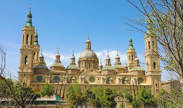 Basílica de nossa senhora do pilar, saragoça, espanha