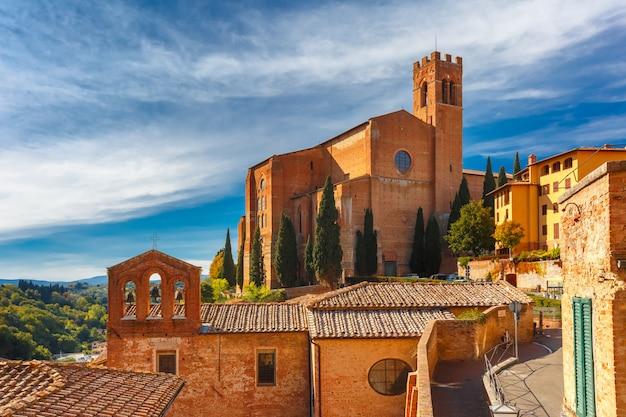 Basílica de san domenico em siena, itália