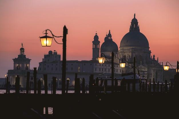 Basílica de são pedro durante o pôr do sol