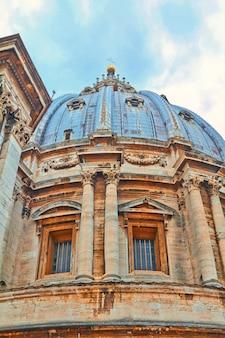 Basílica de são pedro, praça de são pedro