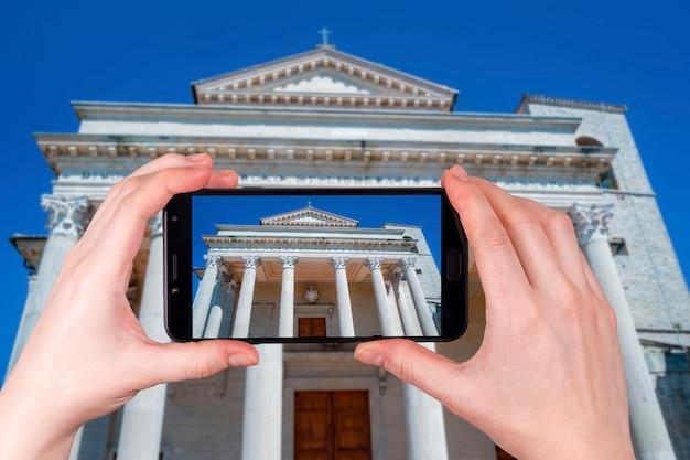 Basílica em são marino tarde ensolarada em rimini itália. foto tirada no telefone