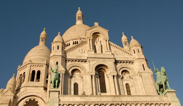 Basilique du sacre coeur em paris em um dia ensolarado