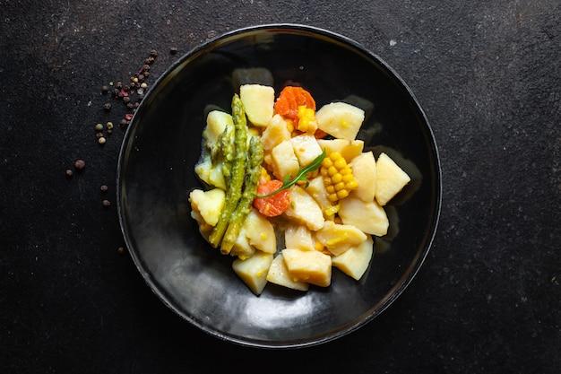 Batata cozida com legumes cozido sem carne ragu comida caseira comida produto orgânico refeição lanche