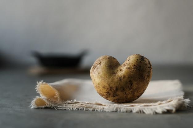 Batata feia em forma de coração