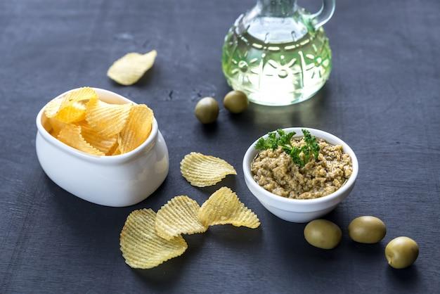 Batata frita com patê de azeitona