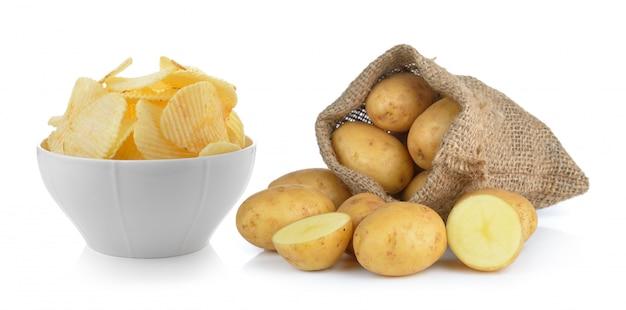 Batata frita e batata no saco isolado
