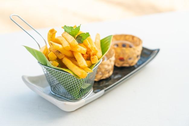Batata frita ou batata frita no prato