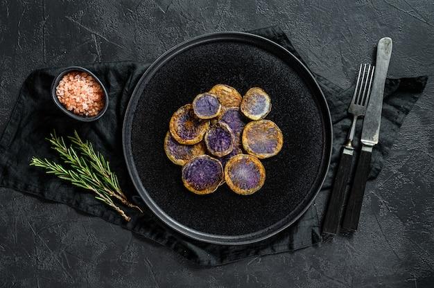 Batata roxa assada com alecrim.