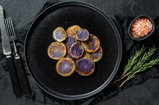 Batata roxa frita com alecrim.
