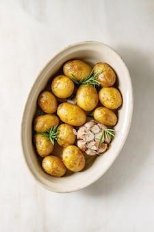Batatas assadas jovens